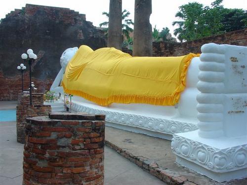 2b. Reclining Buddha near Ayudhya (Dsc02332)