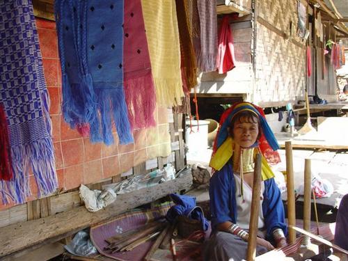 E. Karen villagewoman (Dsc02637)